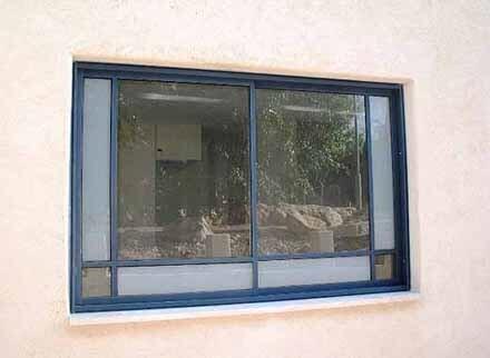 חלונות פרופיל בלגי עם חלוקה פנימית