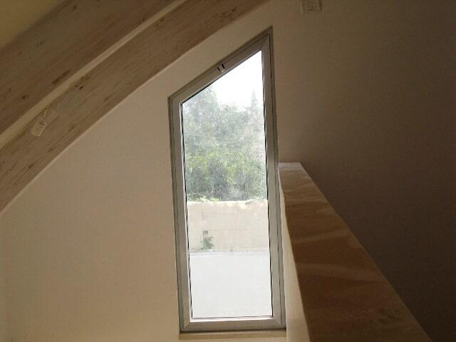 חלון בצורת משולש, פתיחה, מספריים קליל 4500