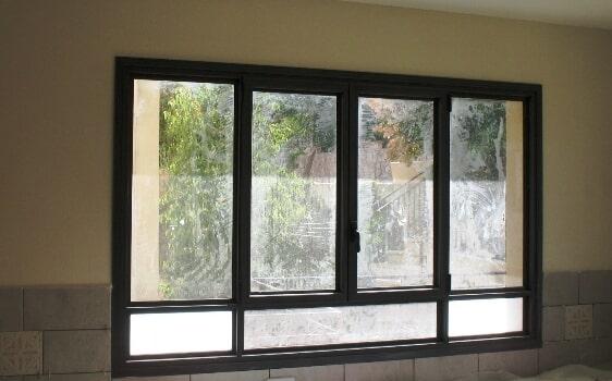 חלון פרופיל 4500 פתיחה עם חלקים קבועים