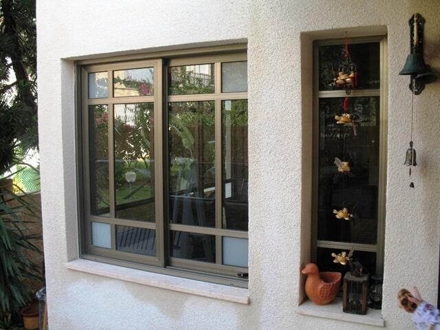 חלון פרופיל 7000 עם חלוקה פנימית בצבע 101 משי