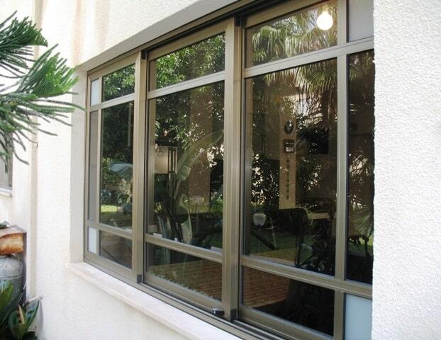 חלון פרופיל קליל 7000 עם חלוקה פנימית ונעילת ביטחון נגד פריצות