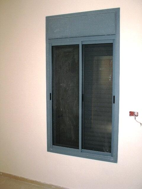 חלון פרופיל קליל 1700 עם תריס חשמלי וארגז אלומיניום מונובלוק