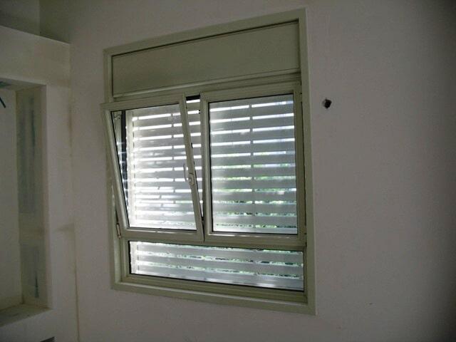 חלון פרופיל קליל 4300 דריי קיפ עם תריסים חשמליים - שלבי אור