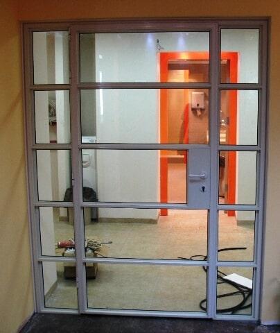 דלת בלגית משולבת עם חלוקות פנימיות פרופיל 4300