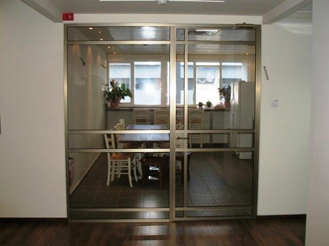 דלת בלגית פרופיל קליל 4300, עם חלק קבוע צבע 101 משי