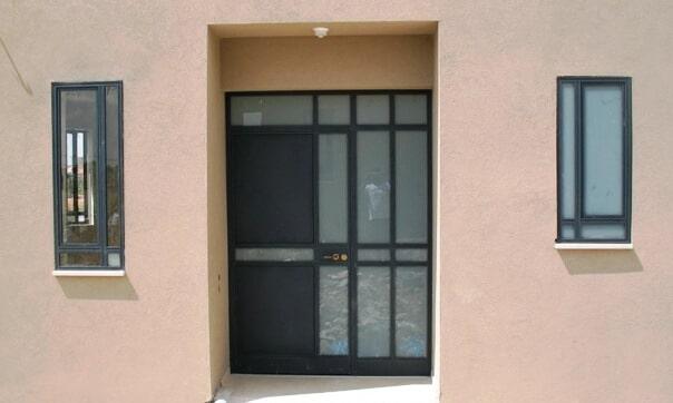 דלת כניסה מחולקת פרופיל קליל 4300