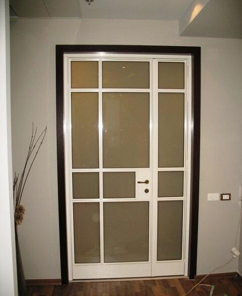 דלת למשרד פרופיל 4300 שתי דלתות פתיחה מזכוכית טריפלקס חלבית