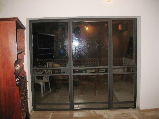 ויטרינה חלק קבוע עם דלת פרופיל בלגי 4300