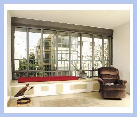 חלונות בלגיים: פתיחה וחלקים קבועים עם תריס חשמלי ארגז מונובלוק